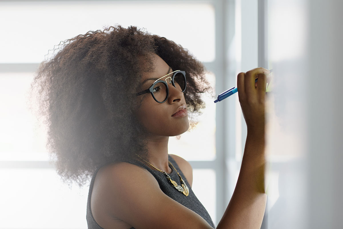 portrait-of-a-smiling-business-woman-with-an-afro-blog